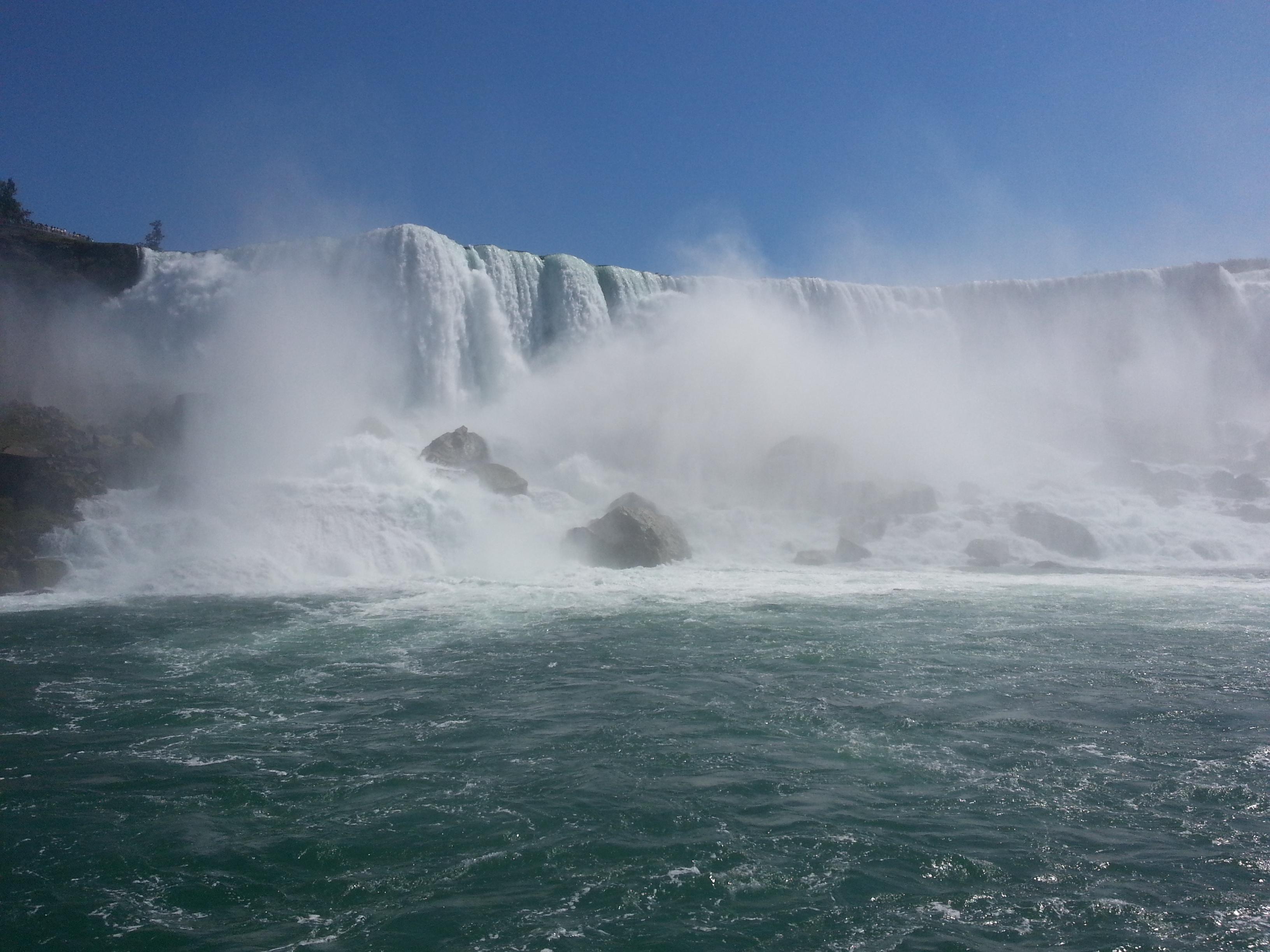 niagara-thundering-falls